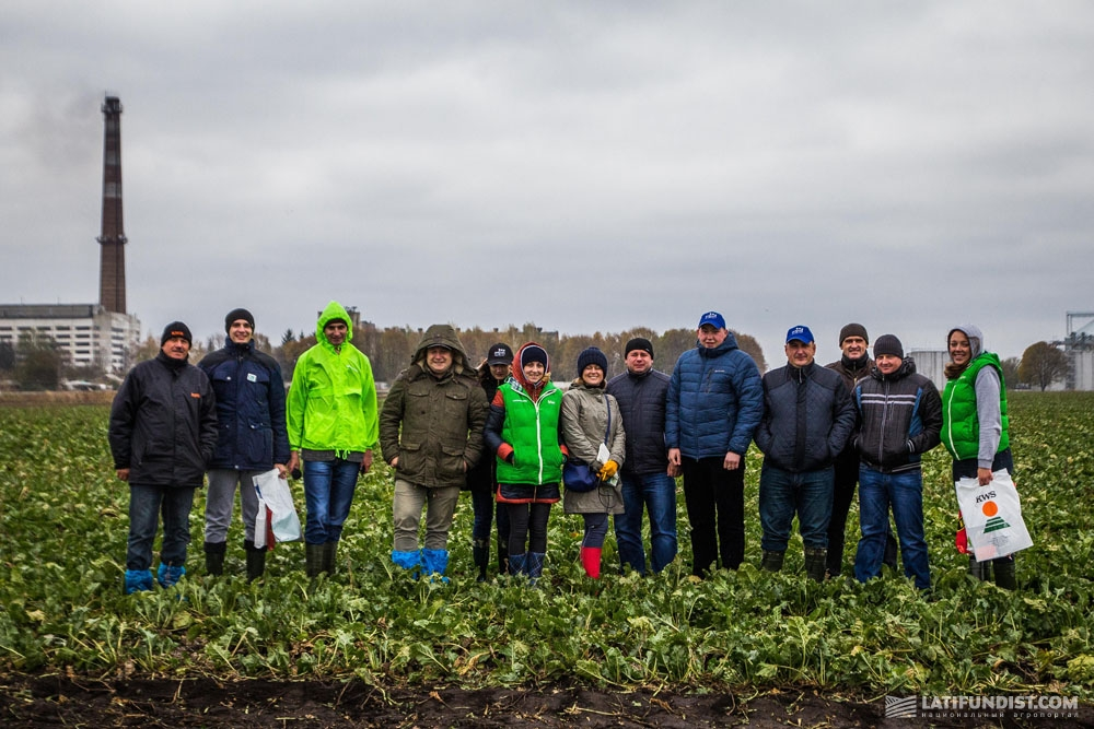Команда АгроЭкспедиторов на полях  предприятия «Родной край»